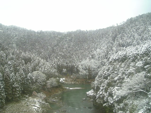 雪の保津峡