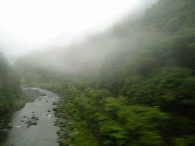 雨に烟る保津峡