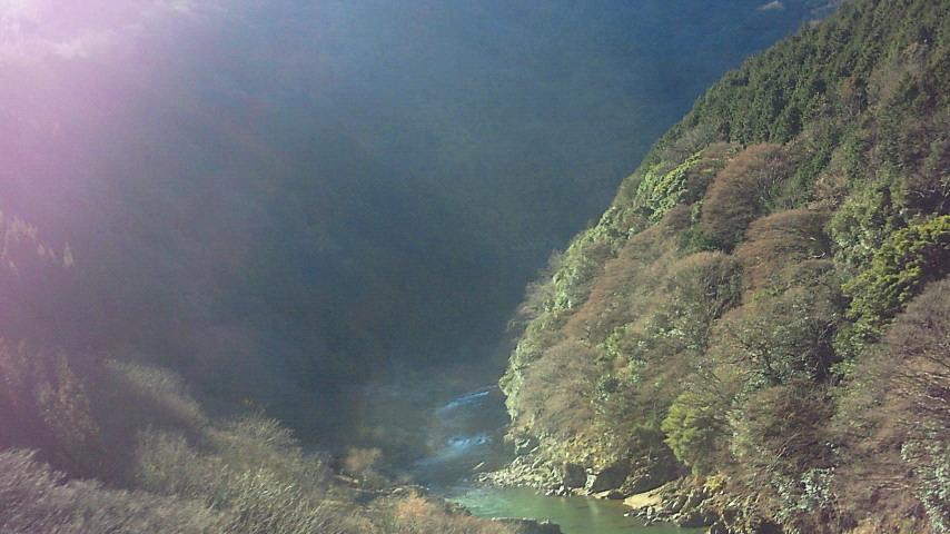 朝日さす冬の保津峡