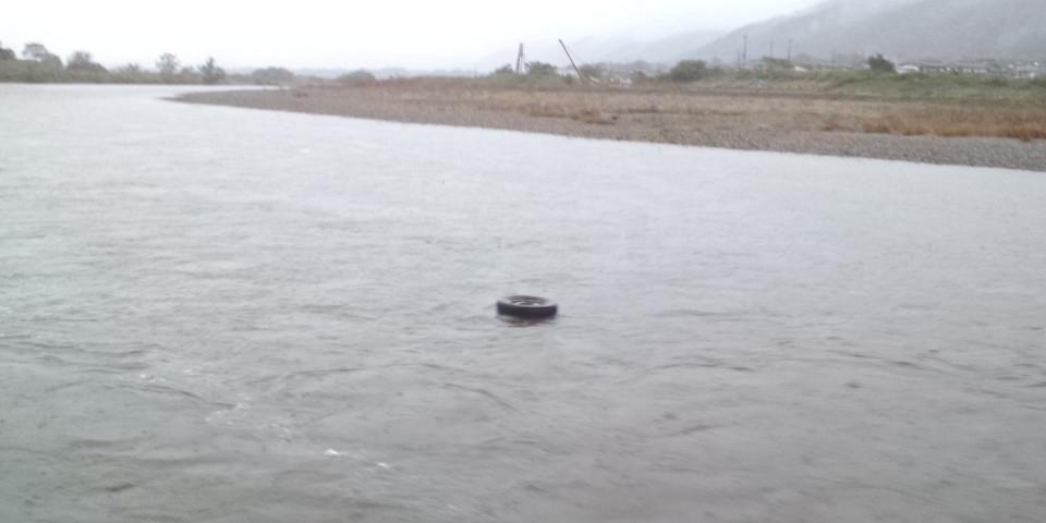 水位が一気に1<br />  メートル50<br />  センチ上昇しました。